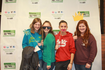 "SLIDESHOW: 8th graders ""Walked the Green Carpet"" at the high school on Curriculum Night"