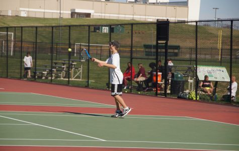Varsity boys tennis loses in Districts to a talented Parkway Central team