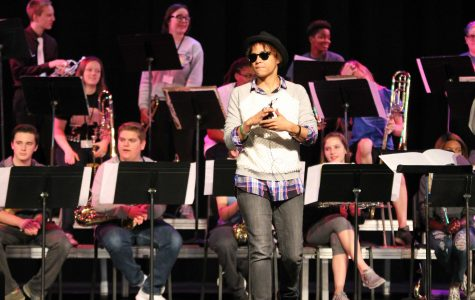 Kim Thompson leads high school jazz band clinic