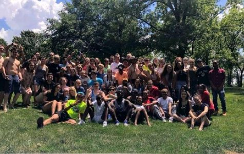 Seniors enjoy sunny last day with class barbecue