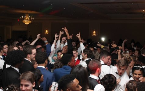 "SLIDESHOW Students have ""A Night on the Town"" at 2017 Prom"