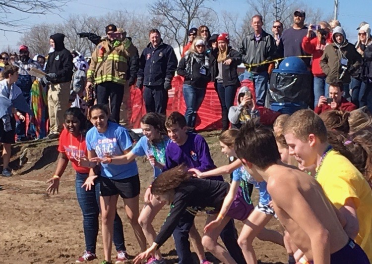 Student+Council+members+participate+in+the+2017+Polar+Plunge.