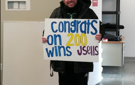 Sellers gets his 200th career win