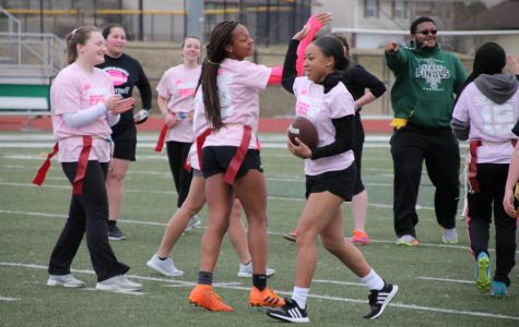 SLIDESHOW Seniors win powderpuff game, beat juniors 14-0