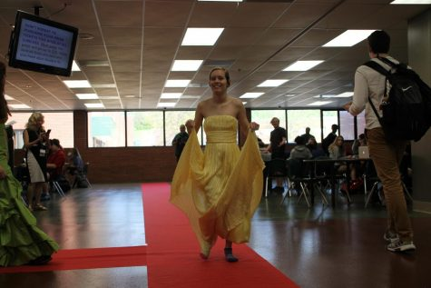 Pirate Pete's Closet hosts Prom Fashion Show during all lunches