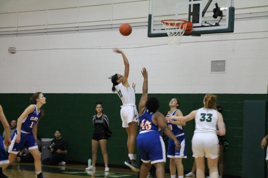 Pattonville%27s+Brooke+Jenkins+shoots+a+floater+over+Clayton%27s+Aniah+Arms.