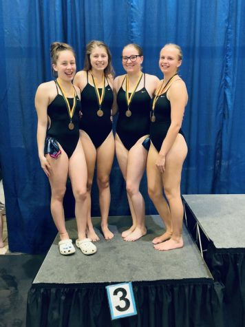 Lucy Ridings, Gabi Shipman, Elizabeth Kiefer, and Cora Hautekeete, 3rd in 200 Free Relay