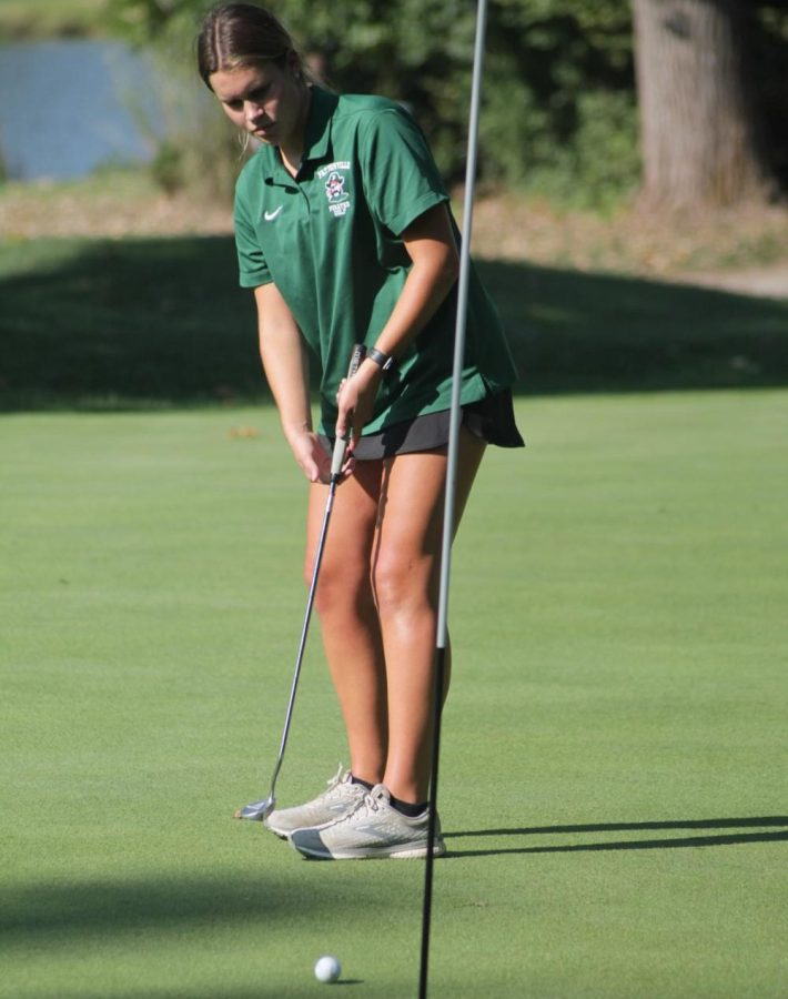 In+their+match+with+Parkway+North%2C+Macy+Hanford+putts+her+final+stroke.+They+went+on+to+lose+265+to+246.